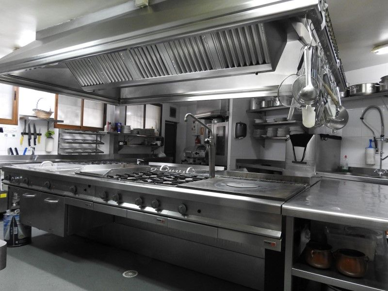 Cocina restaurante parrilla la veguca llanes asturias for Cocina de restaurante